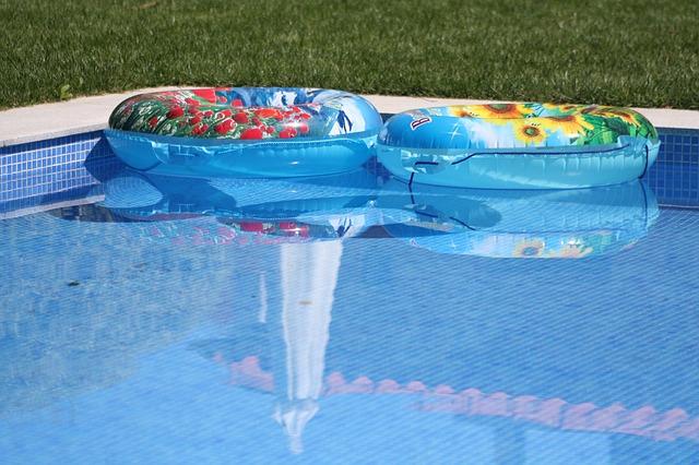 kruhy v bazénu.jpg