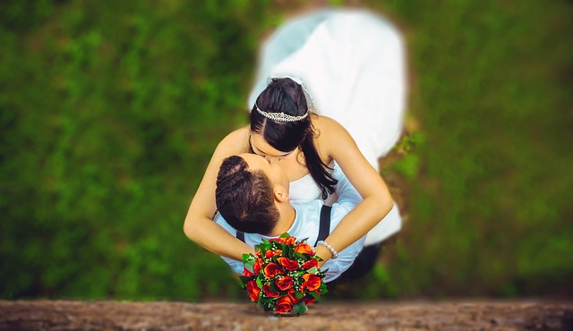 líbání novomanželů