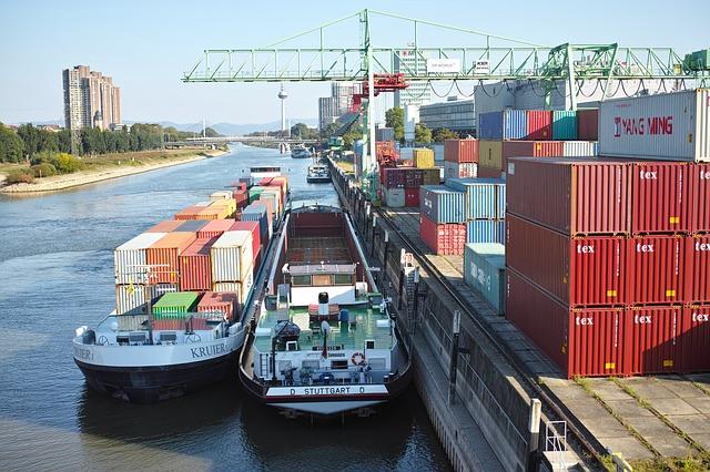 lodní doprava po řece